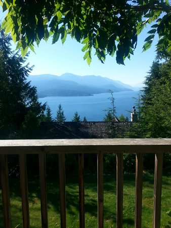 Sechelt Inlet B&B: Breathtaking View from the Dogwood Room
