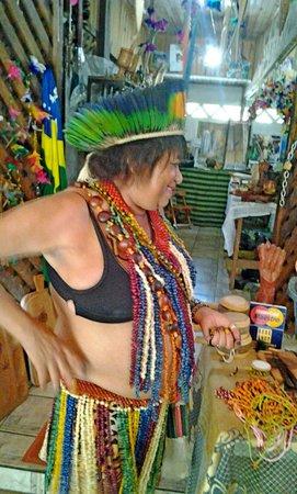 Coroa Vermelha Beach: india comerciante local uma simpatia