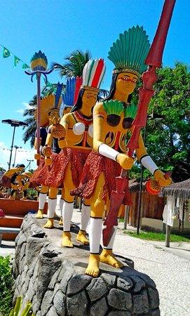 Coroa Vermelha Beach: as estatuas lindas