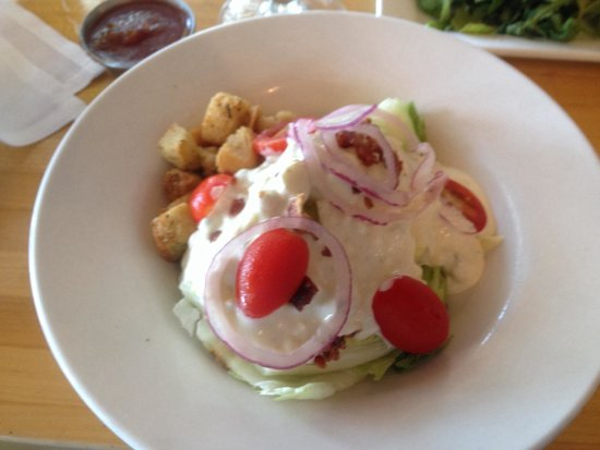 Hurricane Restaurant: Wedge salad with blue cheese