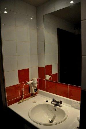 Martin's Brugge: Lavabo del baño