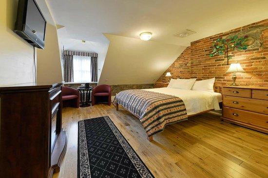 Manoir de L'Esplanade: Deluxe Room with Queen Bed - 4th floor
