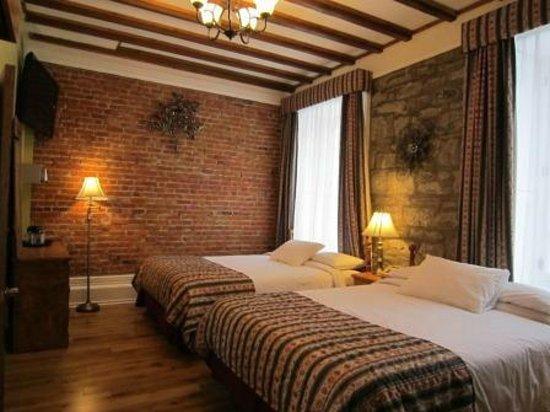 Manoir de L'Esplanade: Deluxe Room with 2 Queen Beds