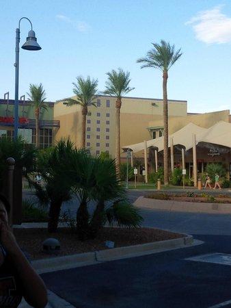 Shilo Inn & Suites - Yuma: Zona comercial alrededores
