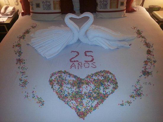 Villa del Palmar Flamingos Beach Resort & Spa Riviera Nayarit : Room decorated for our anniversary