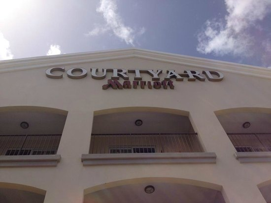 Courtyard by Marriott Bridgetown, Barbados: by the pool