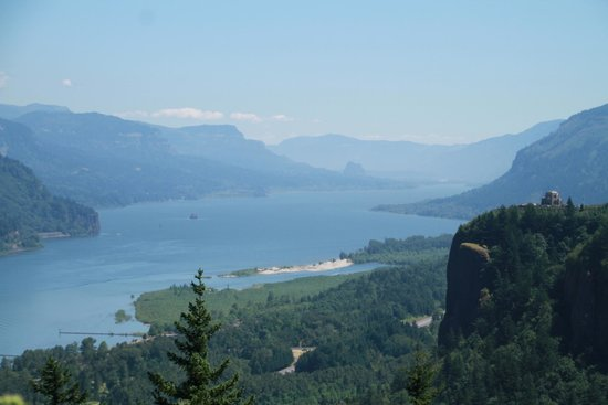 Columbia River Gorge National Scenic Area: View from Crown Point vista, Oregon