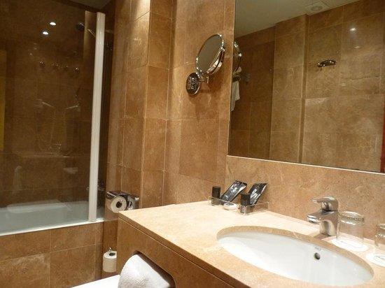 Hotel Acta Splendid : big bathroom