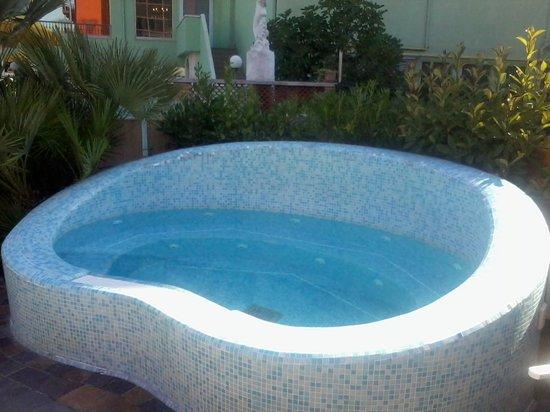 Piscina grande ingresso gradini foto di hotel prestigio - Piccola piscina ...