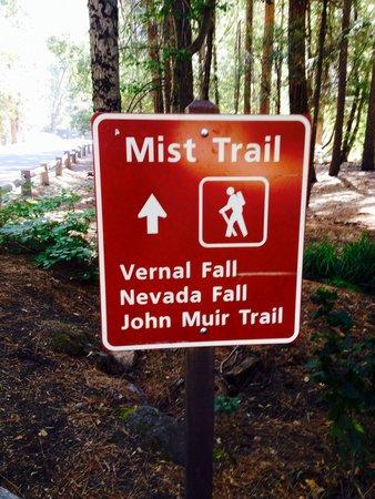 Nevada Falls Loop : Beginning of the trail