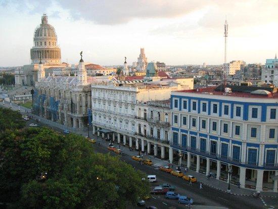 Iberostar Parque Central: View of Capitolio and Prado from rooftop bar