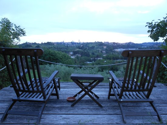Frances' Lodge Relais: Deck overlooking Siena from the lodge
