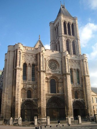 Basilica Cathedral of Saint-Denis: Fachada principal de la catedral de Saint Denis.
