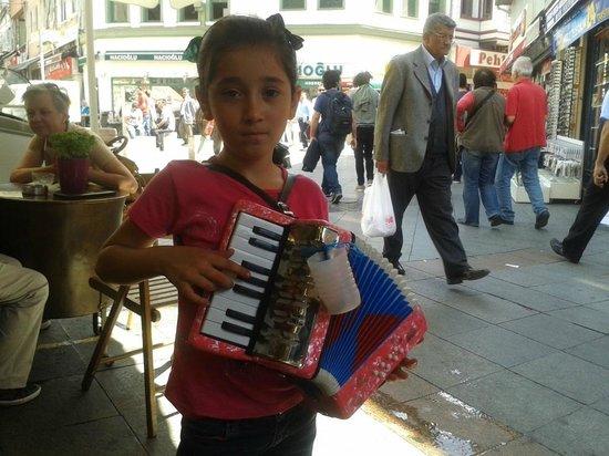 Ciya Sofrasi: Kadikoy piccola artista di strada