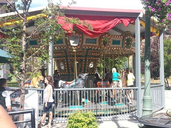 Zermatt Resort & Spa : A Carousel for the kids!