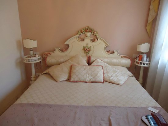 B&B Florence Dream Domus: Cama do casal