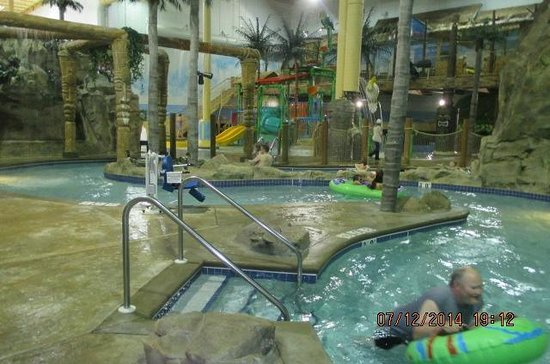 Edgewater Hotel & Waterpark: Fun!