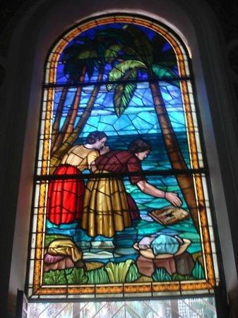 Basilique Notre-Dame de Chiquinquira : Vitral de la llegada de la tablita a las orillas del Lago