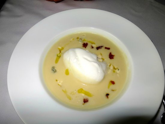 Chasters Restaurant: a celriac and caramelized apple soup with a creme fraise whip!!!!