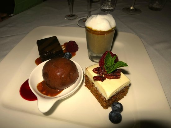 Chasters Restaurant: dessert was so good, I wish I had ordered it first, then I could have eaten the whole thing!