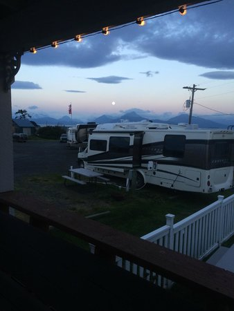 Driftwood Inn & Homer Seaside Lodges : View from the room