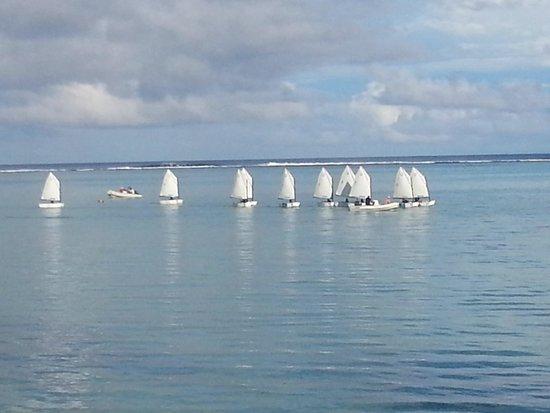 Muri Beachcomber: School kids sailing