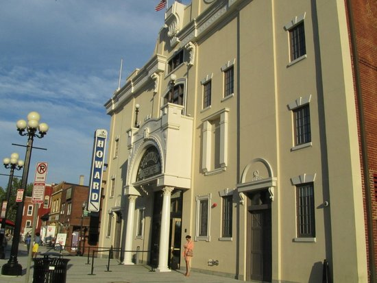 Howard Theatre: The entrance