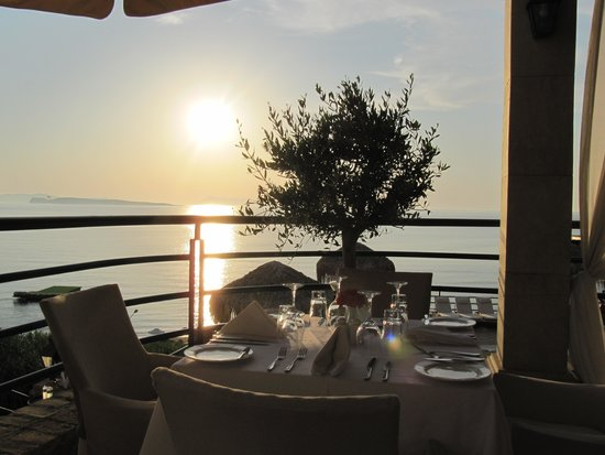 Delfino Blu Boutique Hotel: sunset from restaurant