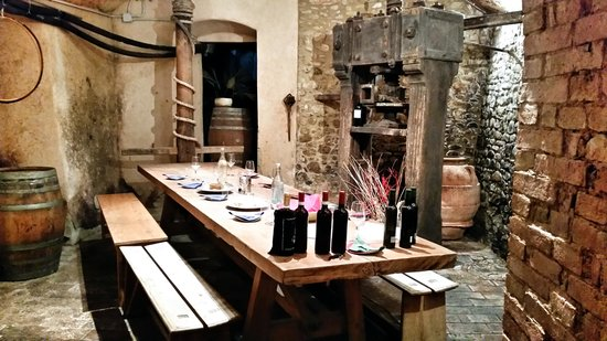Tuscan Wine Tours by Grape Tours : Our 1st wine stop in Tuscany