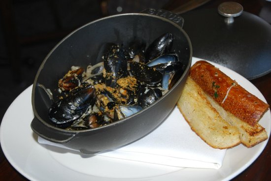 Bistro Boudin : Mussel Marniere - if you love mussels, you won't be disappointed!