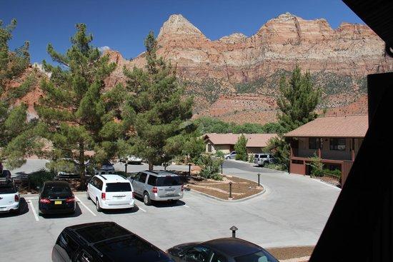 Cliffrose Lodge & Gardens: Parking area