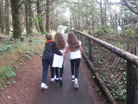 Cape Meares Lighthouse and Wildlife Refuge: Easy trail, lots of breaks