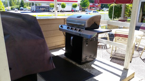 Residence Inn Seattle South/Tukwila : This is one of the barbecues that guests ARE NOT allowed to use