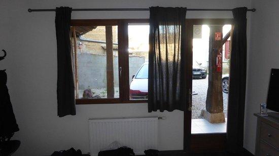 The Resid For Calixte: Vue de notre chambre : parking..