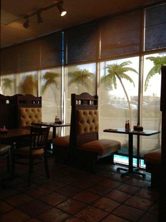 Puerto Vallarta Mexican Restaurant: Seating
