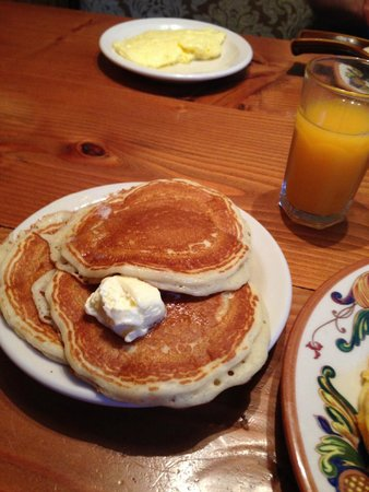 The Maple Counter Cafe: delicious pancakes and orange juice