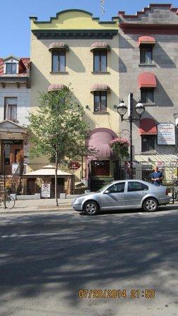 Auberge le Jardin d'Antoine: From across the street