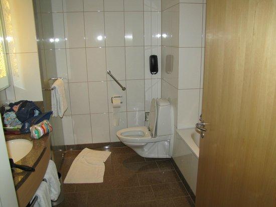 Clarion Hotel Copenhagen Airport: Bathroom