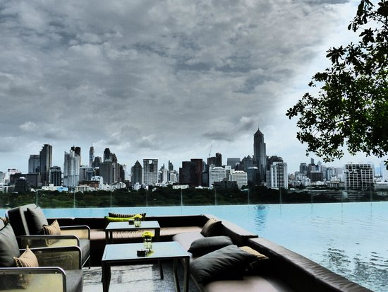 SO Sofitel Bangkok: Pool with City View