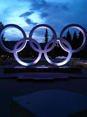 Summit Lodge Boutique Hotel: View of the amazing Olympic Rings close to the hotel