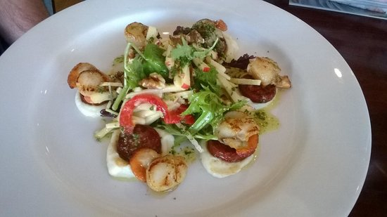 Dunalley Waterfront Cafe: Hubbys amazing scallops