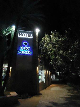 Hotel Surf Paradise: Entrada