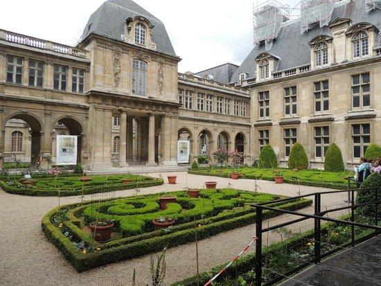 Musee Carnavalet: Garden