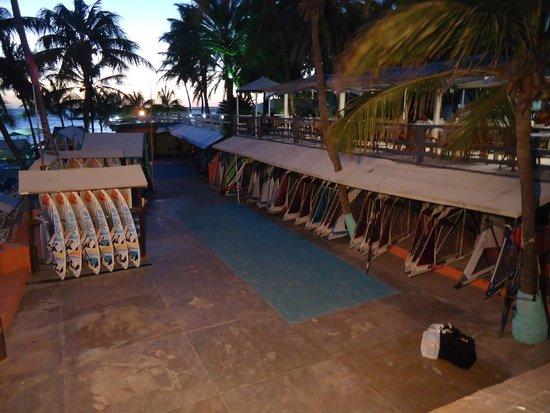 Hotel Surf Paradise: Alquiler de tablas para windsurf