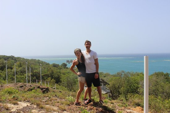 Mango Creek Lodge: Here is a picture of us from the top of the property.