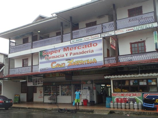 Hotelito Del Mar : there are tons of stores nearby