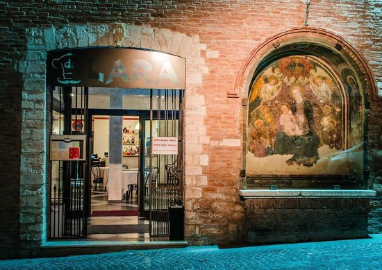 Fabriano, Italien: Da Lara ristorante pizzeria