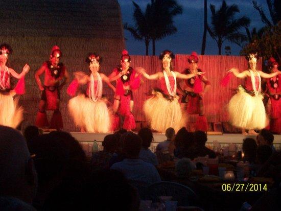 Island Breeze Luau: Dancers