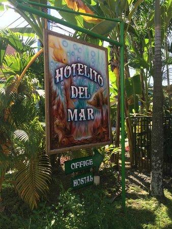 Hotelito Del Mar: sign