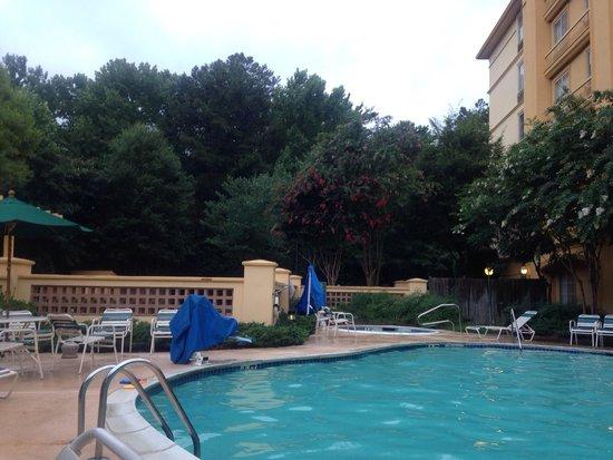 La Quinta Inn & Suites Atlanta Conyers : Pool & hot tub 7/20/14
